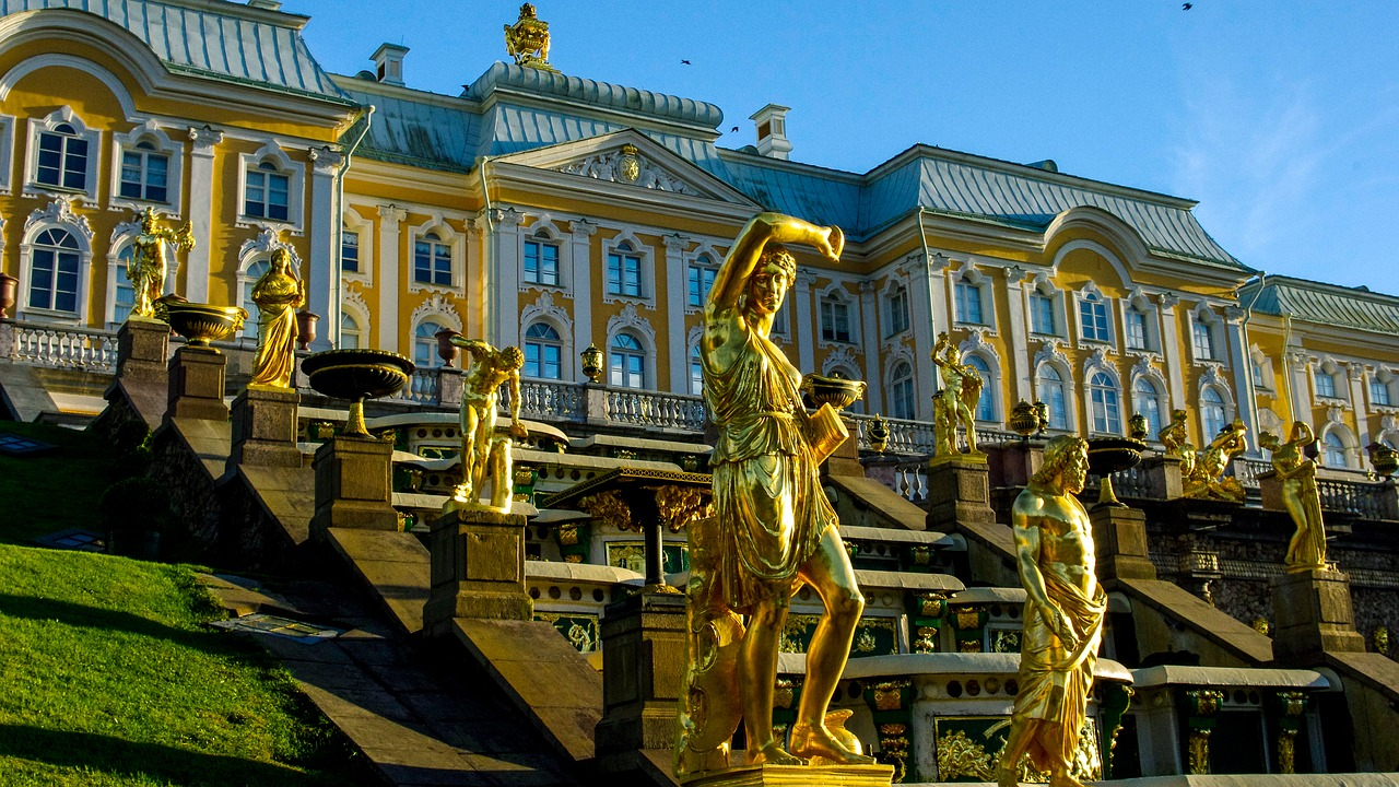 One day trip to Peterhof from St. Petersburg, Russia.