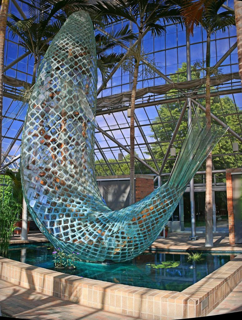 Minneapolis, standing glass Fish, glass fish, Frank Gehry